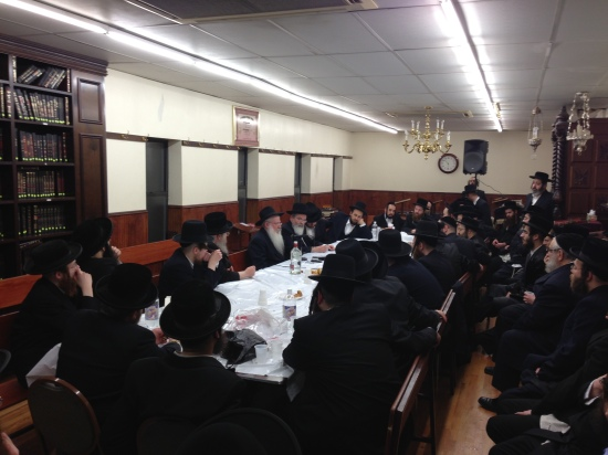 Chassidus in Yiddish - A Farbrengen In Williamsburg